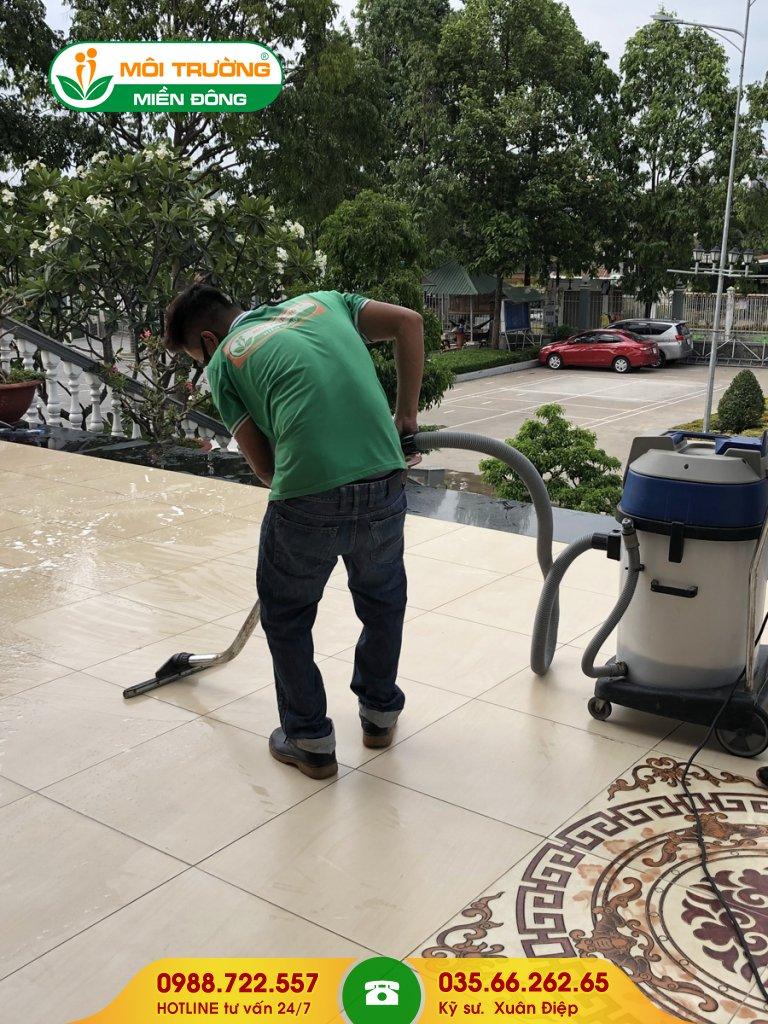 Đơn giá dịch vụ chà rửa rêu mốc