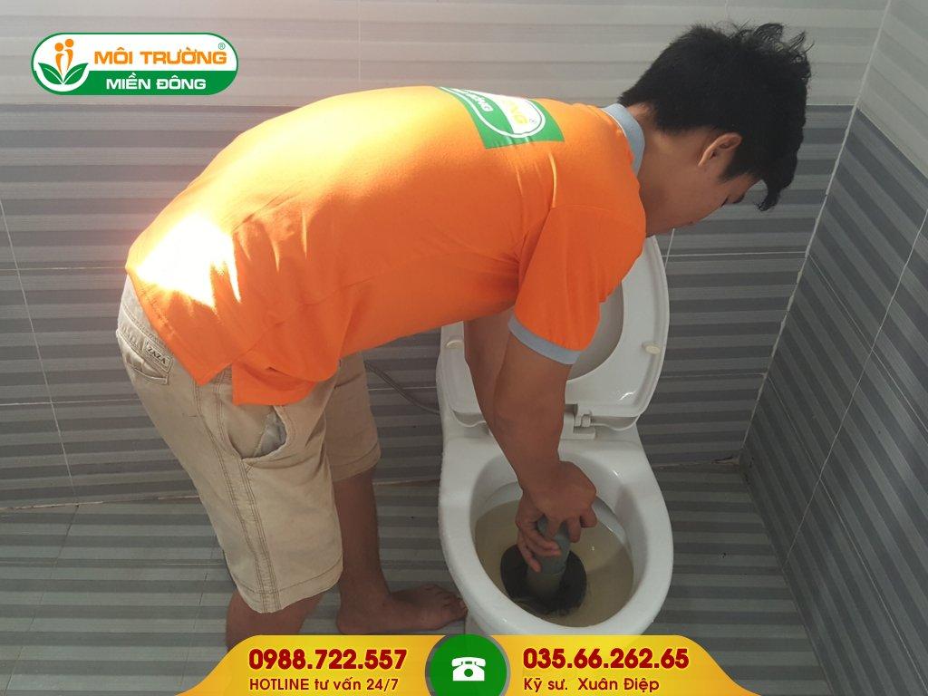 Cách thông tắc nhà vệ sinh tại nhà