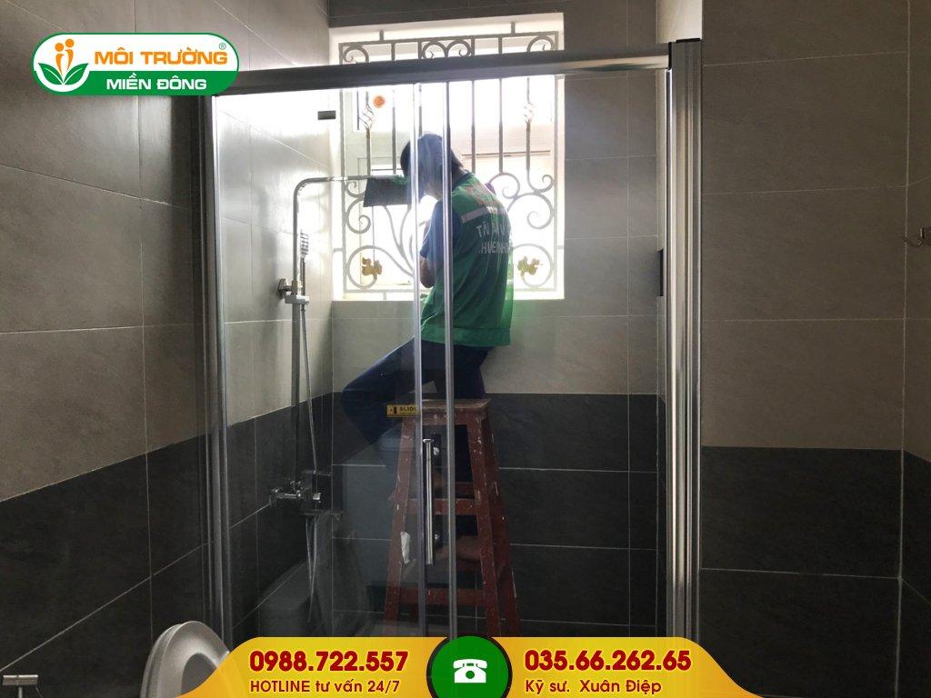 Bảng giá dịch vụ vệ sinh cửa sổ tại nhà