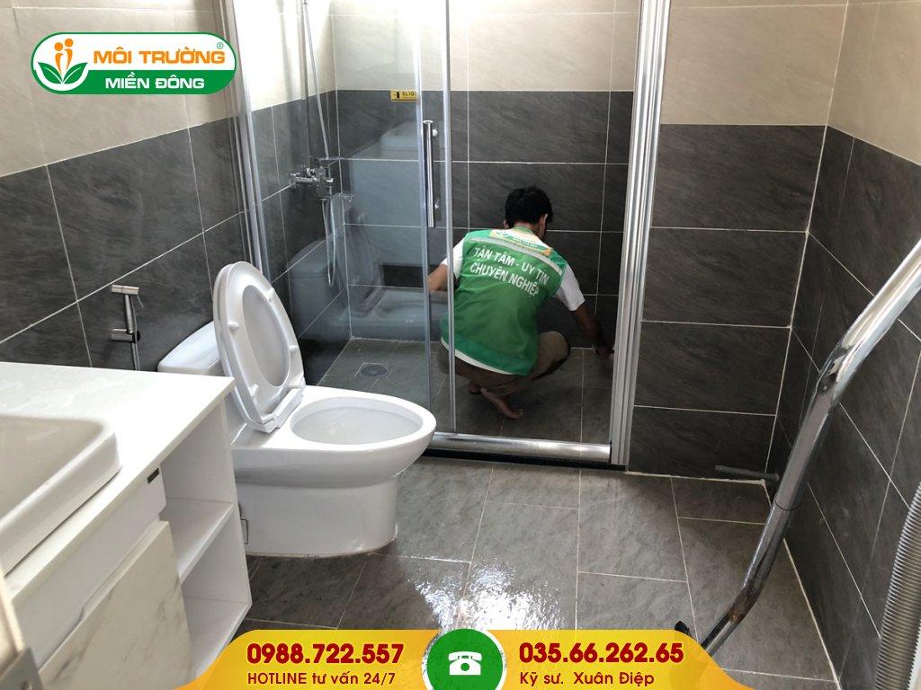 Báo giá dịch vụ vệ sinh phòng tắm tại nhà