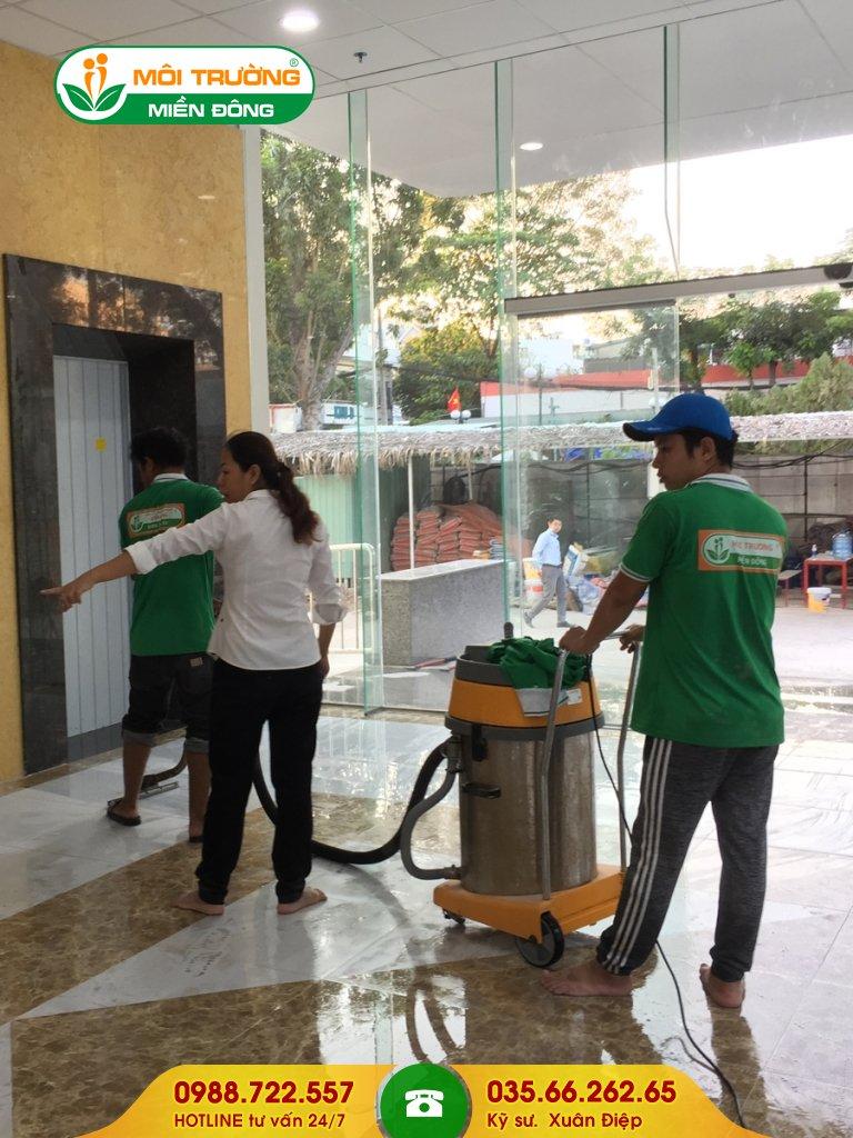 Bảng giá dịch vụ vệ sinh thang máy tại nhà