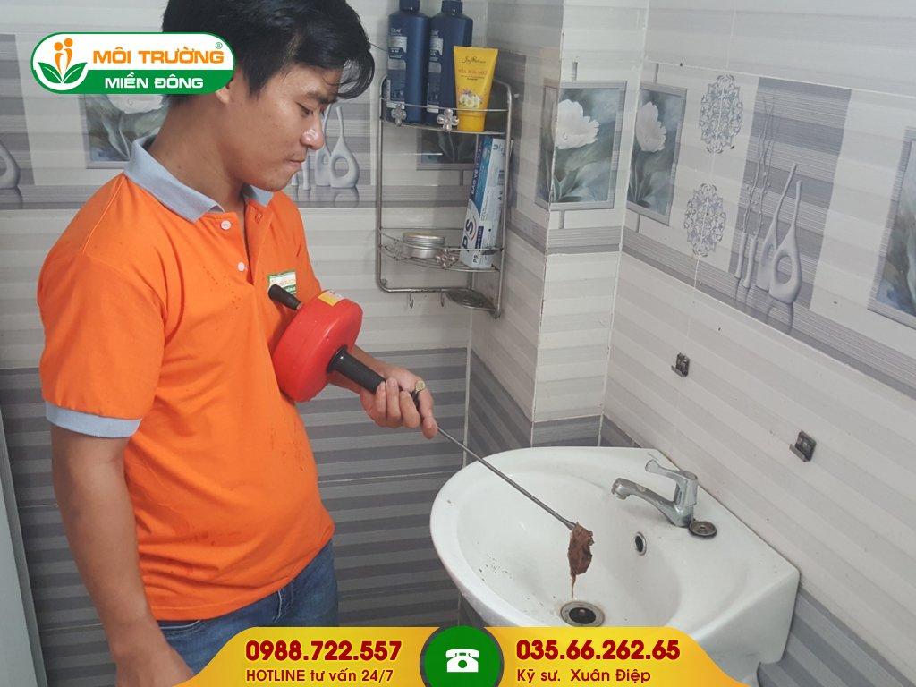 Giá dịch vụ thông tắc lavabo bằng máy đánh lò xo