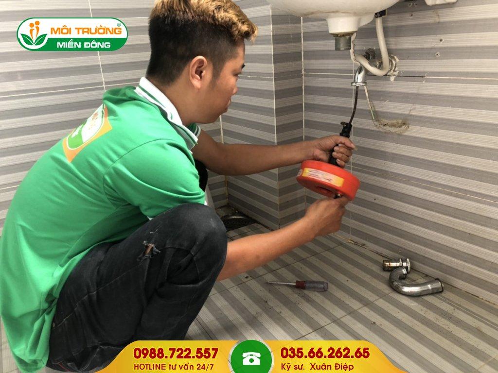 Dịch vụ thông tắc lavabo bằng máy đánh lò xo