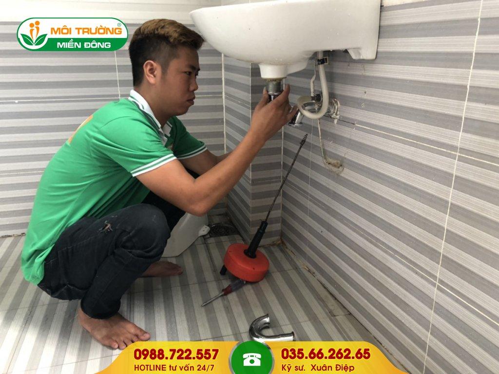 Giá dịch vụ thông tắc lavabo bằng máy đánh lò xo nhỏ