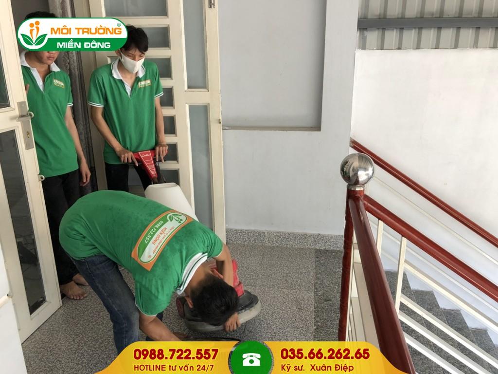 Dịch vụ vệ sinh thang bộ