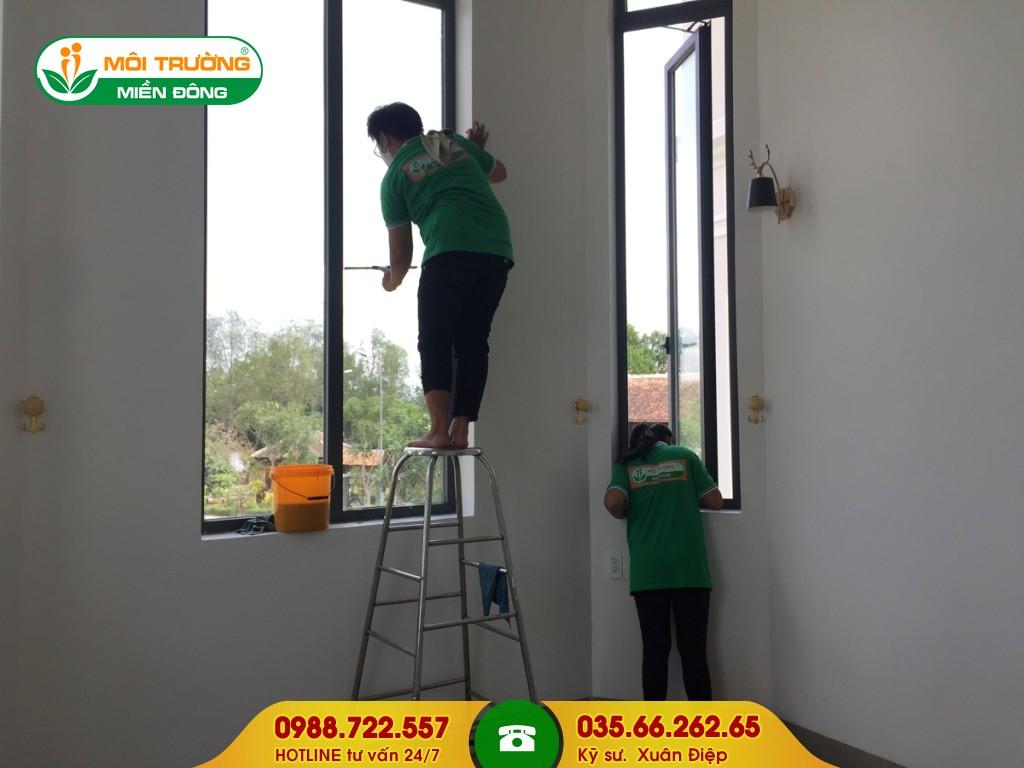 Dịch vụ vệ sinh cửa sổ